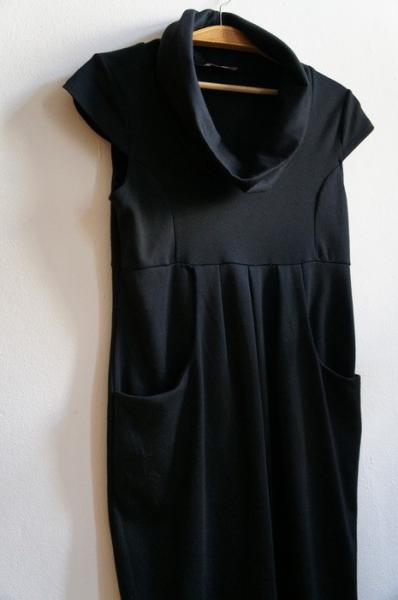 orsay schwarzes kleid mit gro em kragen und taschen sehr schick und bequem. Black Bedroom Furniture Sets. Home Design Ideas