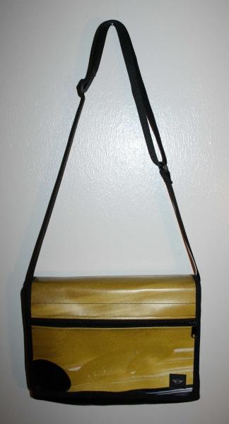 mini tasche bmw gelb plane planentasche. Black Bedroom Furniture Sets. Home Design Ideas