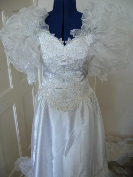 Vintage 80er Jahre Brautkleid mit Schleppe :: Kleiderkorb.de