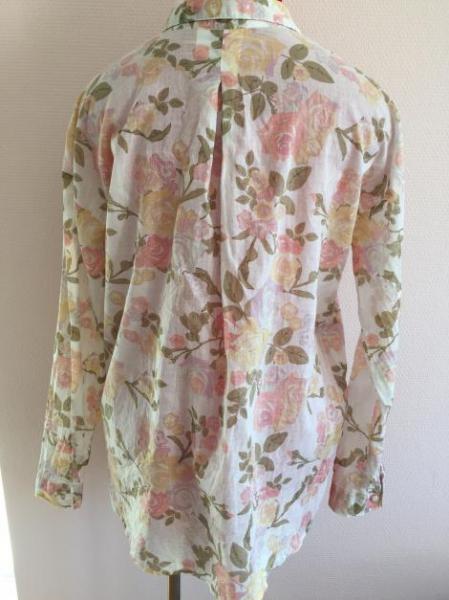 bluse mit rosenmuster von h m. Black Bedroom Furniture Sets. Home Design Ideas