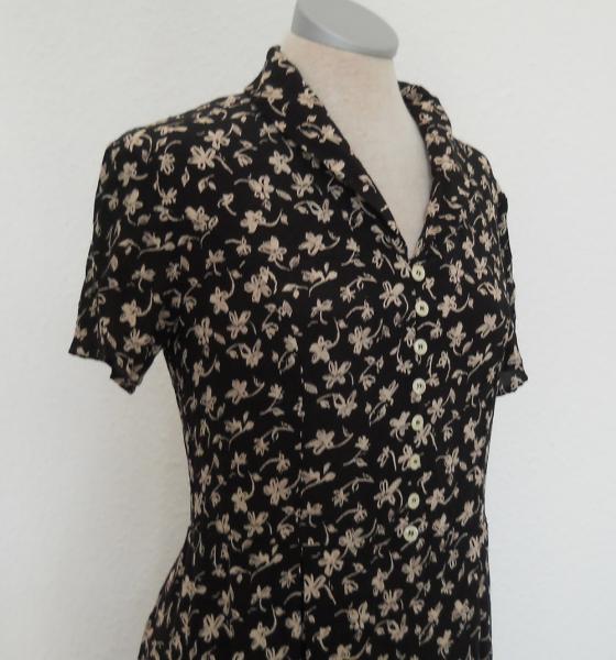 62f226f05013c1 Laura Ashley Kleid lang kurzarm Streumblumen schwarz nude Gr. 34 XS vintage  ...