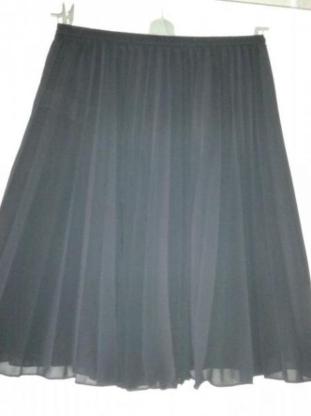 marks and spencer schwarzer rock mit plissee falten. Black Bedroom Furniture Sets. Home Design Ideas