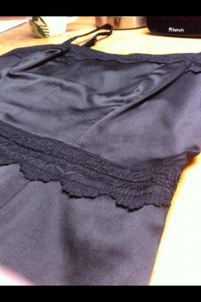 gina tricot kleines schwarzes mit spitze abnehmbare. Black Bedroom Furniture Sets. Home Design Ideas