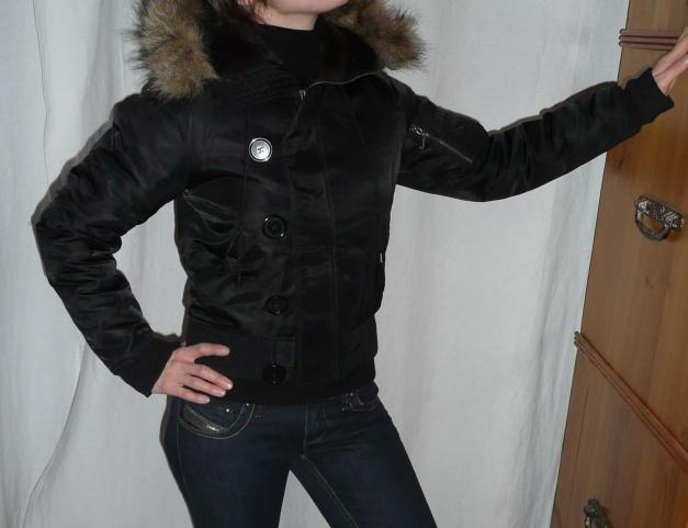 Juicy Couture Fliegerjacke mit Fellkapuze schwarz XS = 34