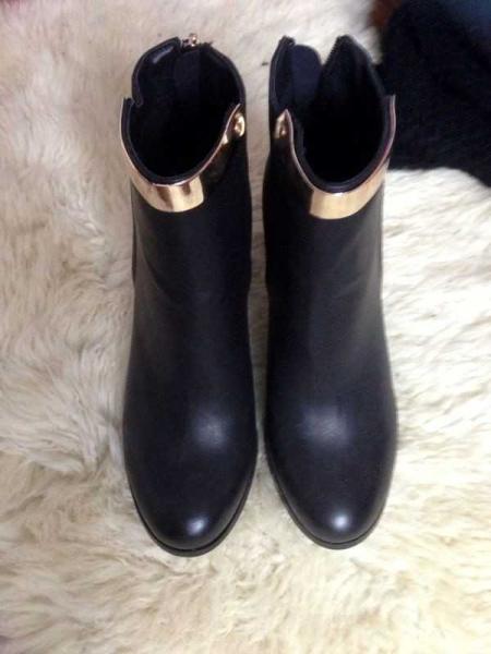 asos neu schwarze boots croco leder goldener schnalle metall chain stiefeletten absatz gold. Black Bedroom Furniture Sets. Home Design Ideas