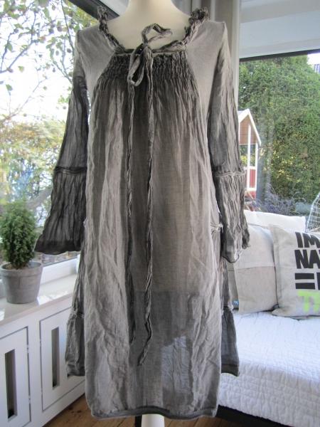 romantisches kleid von van deurs in grau gr m. Black Bedroom Furniture Sets. Home Design Ideas