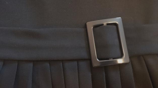 yessica schwarzes kleid mit faltenrock. Black Bedroom Furniture Sets. Home Design Ideas