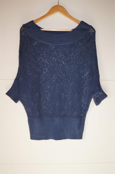 Zeva - Schieferblauer Pullover mit Fledermausärmeln im Häkelmuster ...