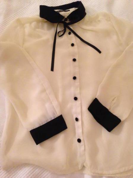 0098117ec25b Wunderschöne weiße Bluse mit schwarzem Kragen    Kleiderkorb.de