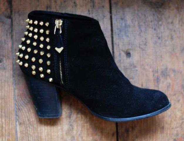 Zara Ankle Boots Suede Schwarz Gold Nieten Stiefeletten Gr. 37 ... bce081f3bd