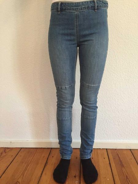 ungetragene jeans mit rei verschluss hinten. Black Bedroom Furniture Sets. Home Design Ideas