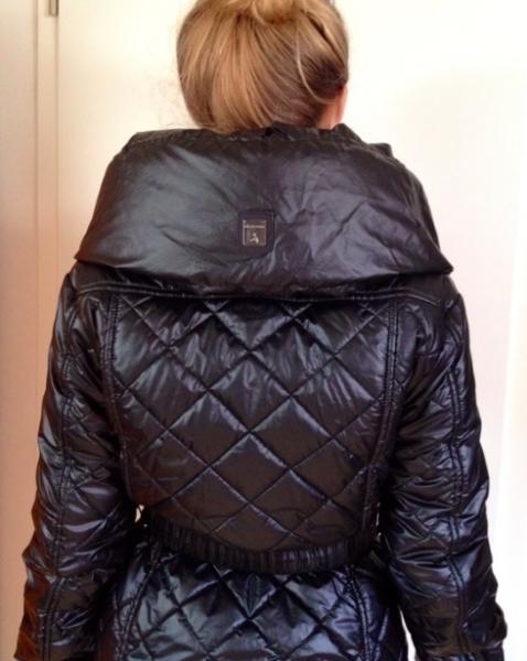 schwarze winterjacke mit dickem kragen sehr warm. Black Bedroom Furniture Sets. Home Design Ideas