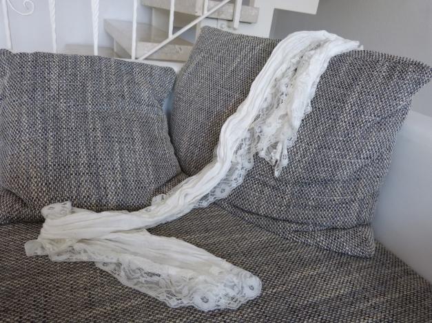 schmales wei es tuch. Black Bedroom Furniture Sets. Home Design Ideas