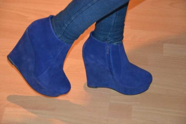 fa2296ab6efcd5 Plateau Wedges Blaue Stiefeletten Keilabsatz    Kleiderkorb.de