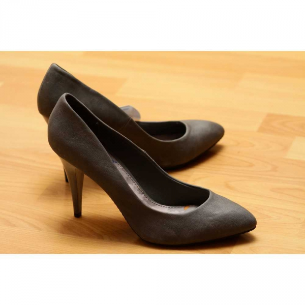 Zara Pumps High Heels grau neu