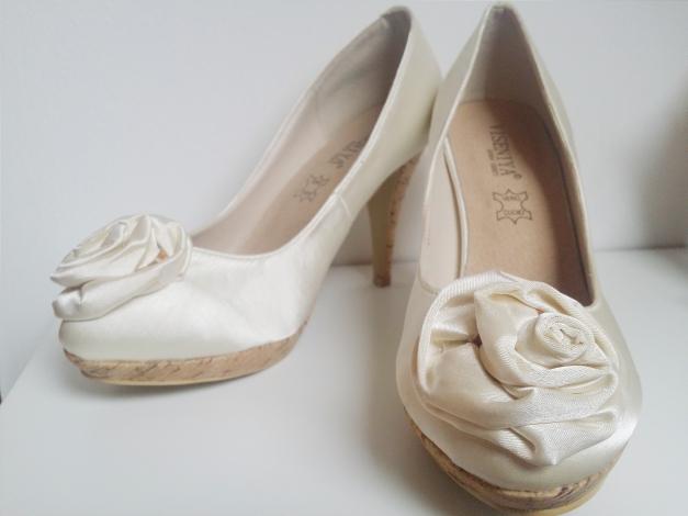 viseniya donna shoes brautschuhe in cr me mit rose. Black Bedroom Furniture Sets. Home Design Ideas