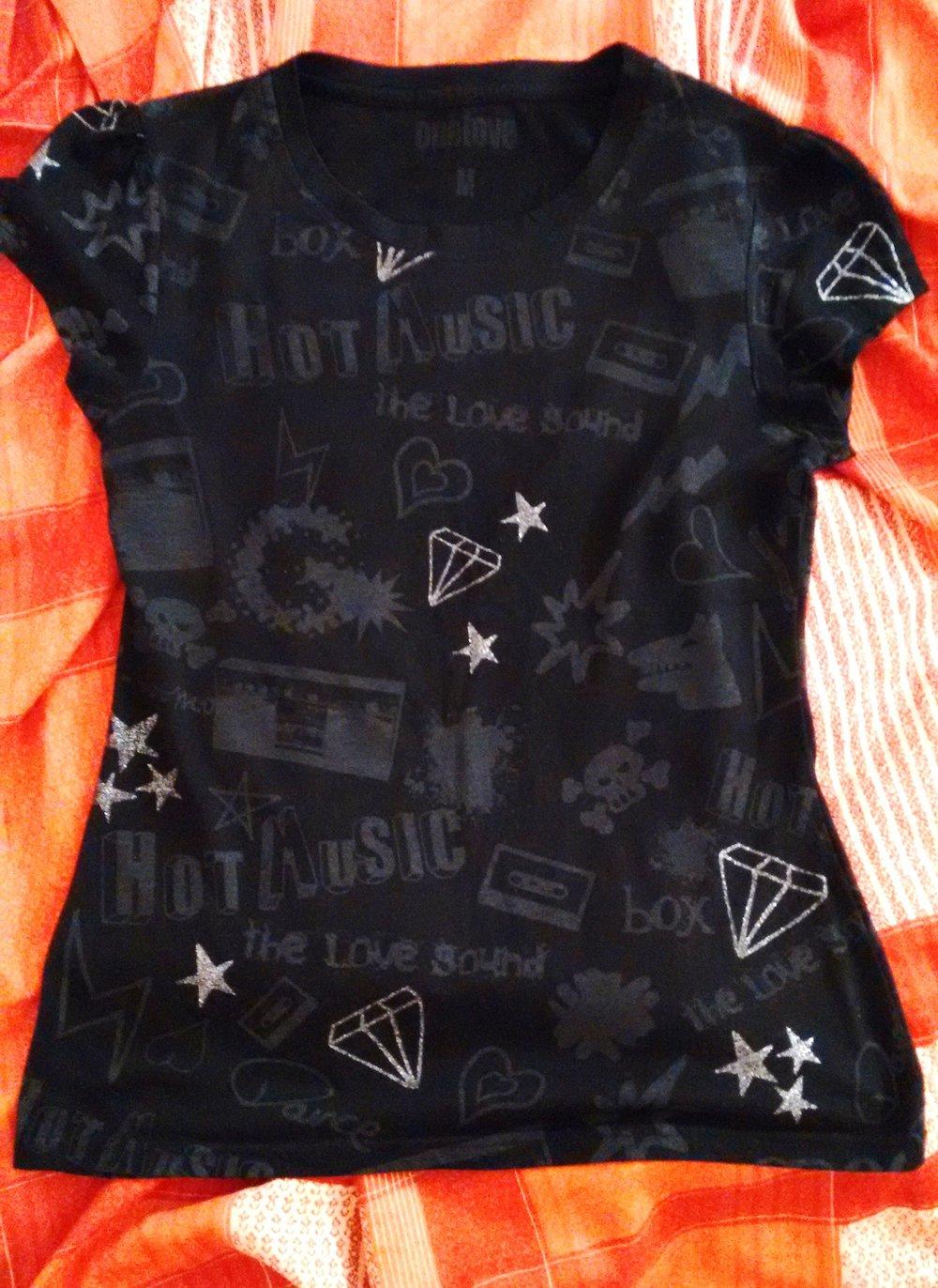 T Shirt Oberteil kurzarm rockig schwarz grau weiß silber Aufdruck Motiv Diamanten Radio Musik Sterne Gothic Metal Emo Punk Hardcore Visual Kei Style