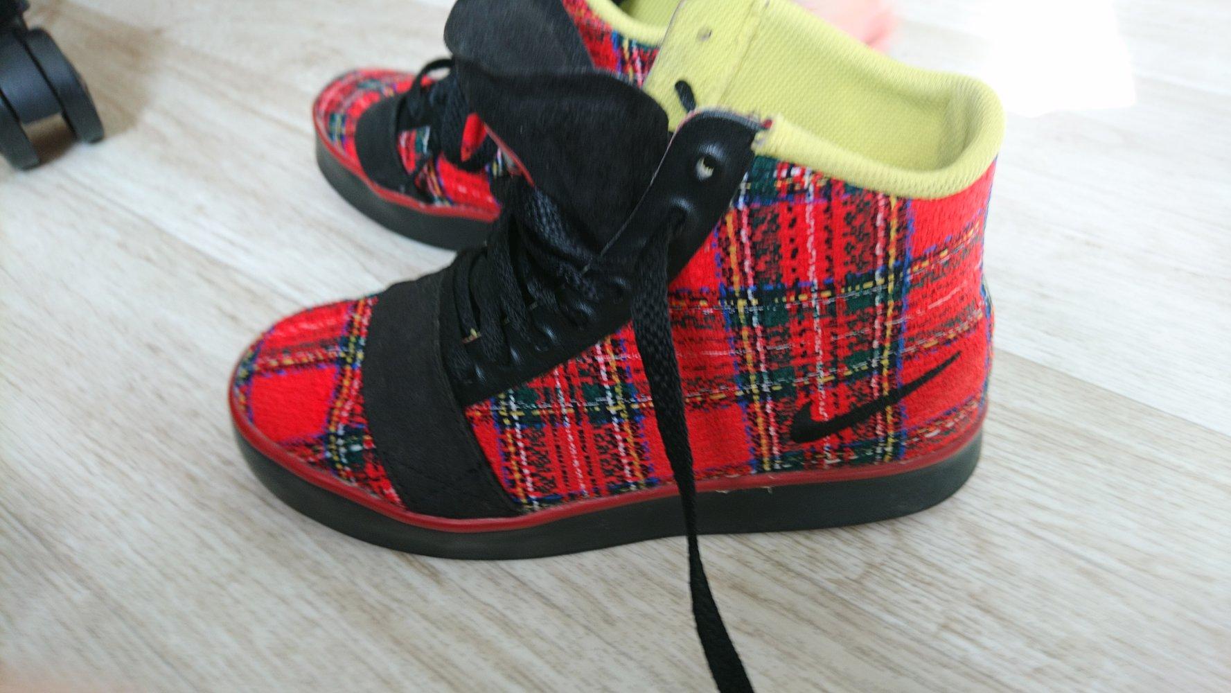 new design buy online detailed look Nike Kariert