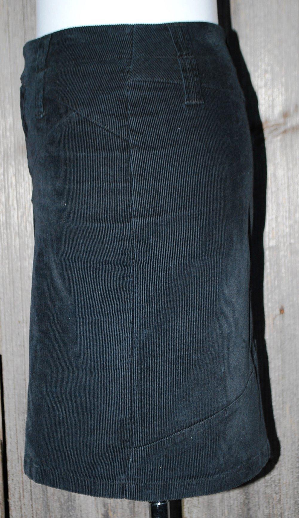 Bestpreis Suche nach Beamten elegante Form schwarzer Cordrock, United Colors of Benetton, ca. Größe 36