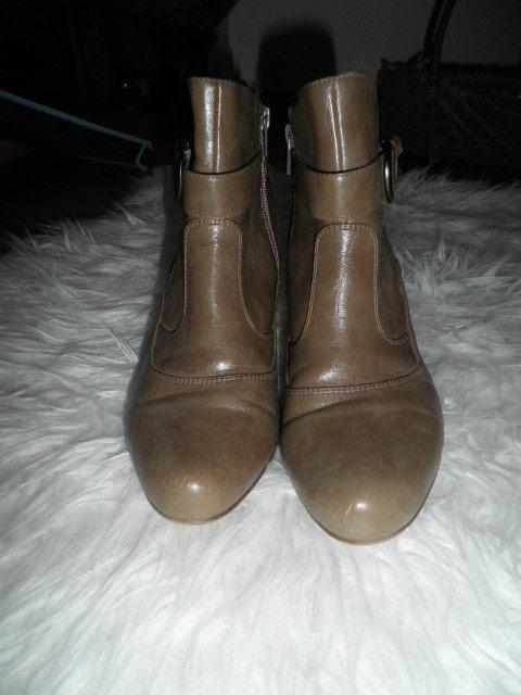 Ein paar Damen Schuhe, Stiefeletten von Street. Gr. 39.