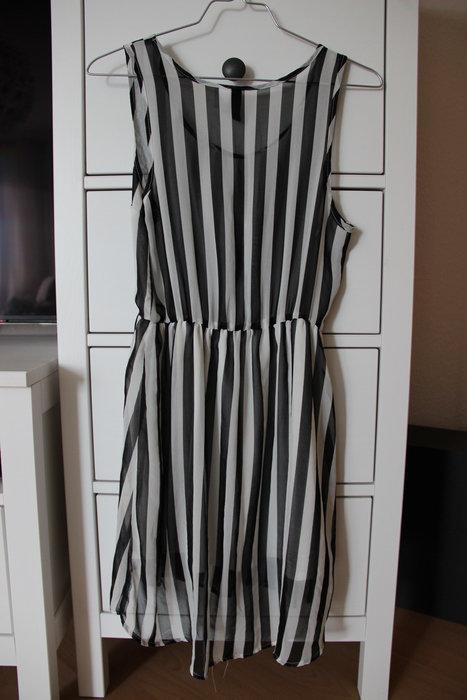 H&M Kleid Vokuhila Größe 34 schwarz weiß gestreift ...