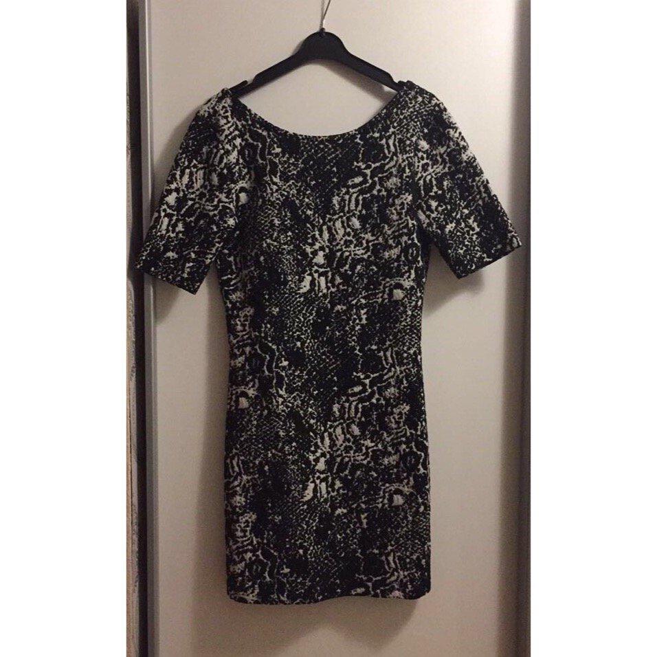 H&M Kleid schwarz weiß Rückenausschnitt :: Kleiderkorb.de