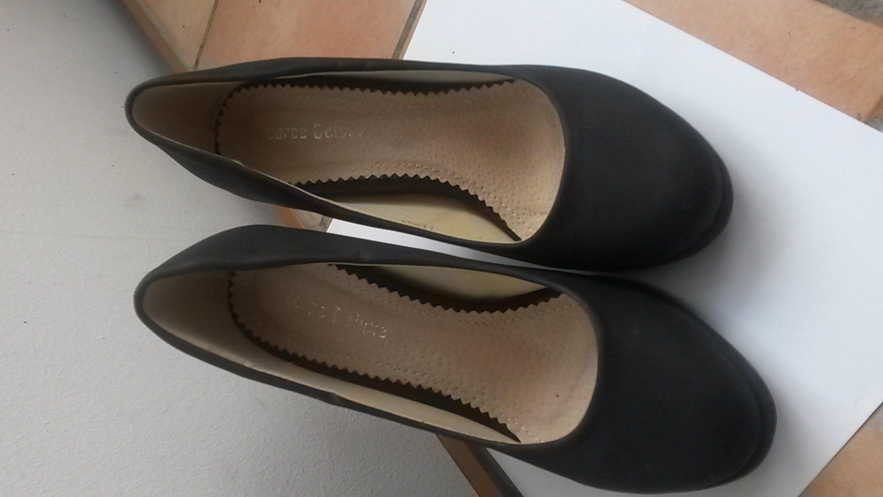 scarpe deluxe schwarze pumps mit roter sohle. Black Bedroom Furniture Sets. Home Design Ideas