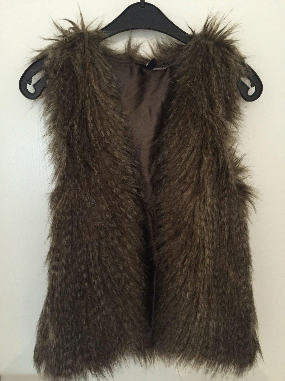 fake fur weste von h m. Black Bedroom Furniture Sets. Home Design Ideas