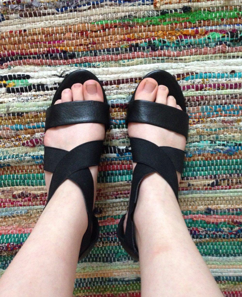 fifth avenue schlichte schwarze sandalen mit absatz. Black Bedroom Furniture Sets. Home Design Ideas
