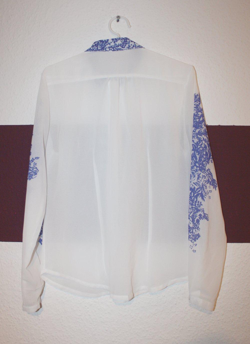 70dccbfc64d8 halbtransparente Bluse   Hemd, Button Down Kragen, Perlmut Knopfleiste,  florales ethno Muster in ...