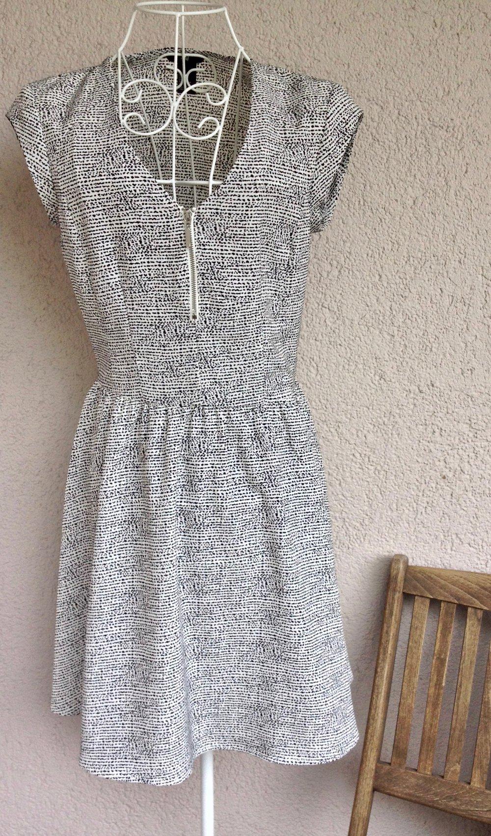 Schones Kleid Mit Muster Und Reissverschluss Von H M Kleiderkorb De