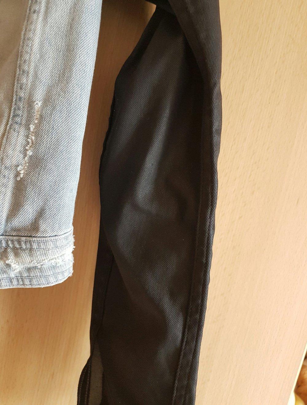 h m kurze jeansjacke mit schwarzen rmeln