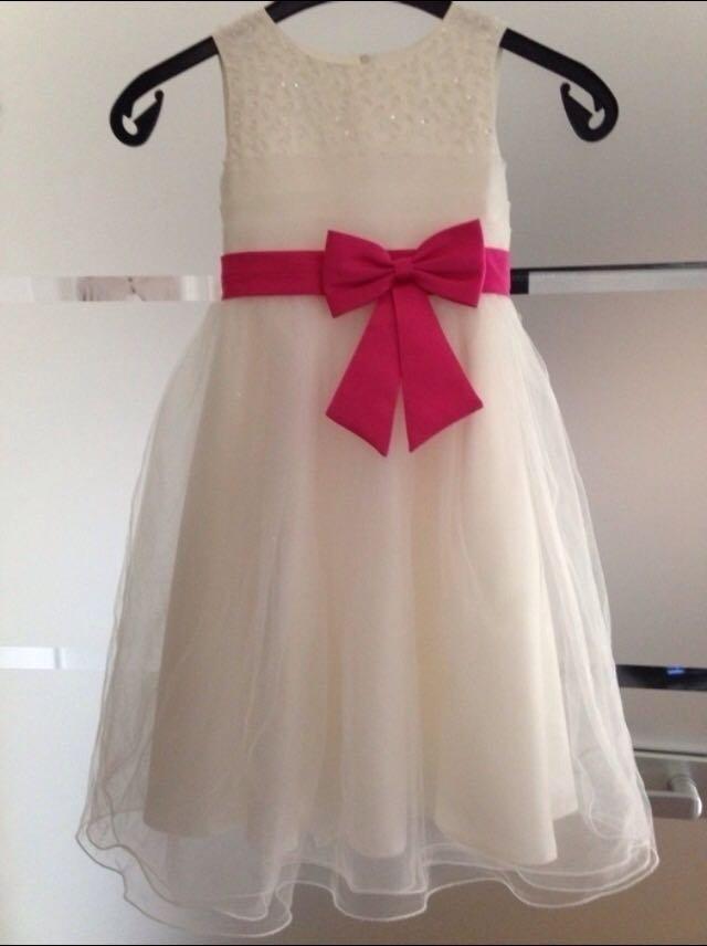 Mädchen Kleid Blumenmädchen Kleid 134 :: Kleiderkorb.de