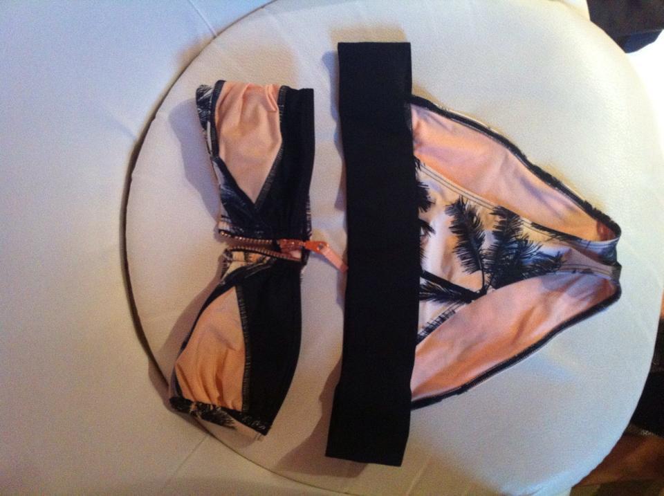 h m sch ner sommerlicher bikini mit ros goldenem. Black Bedroom Furniture Sets. Home Design Ideas
