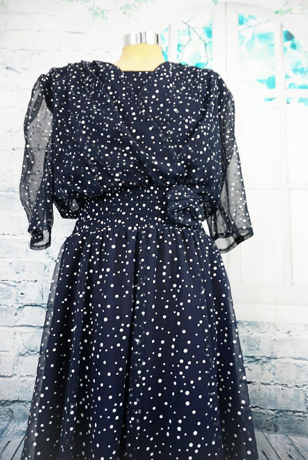 Kleid dunkelblau punkte