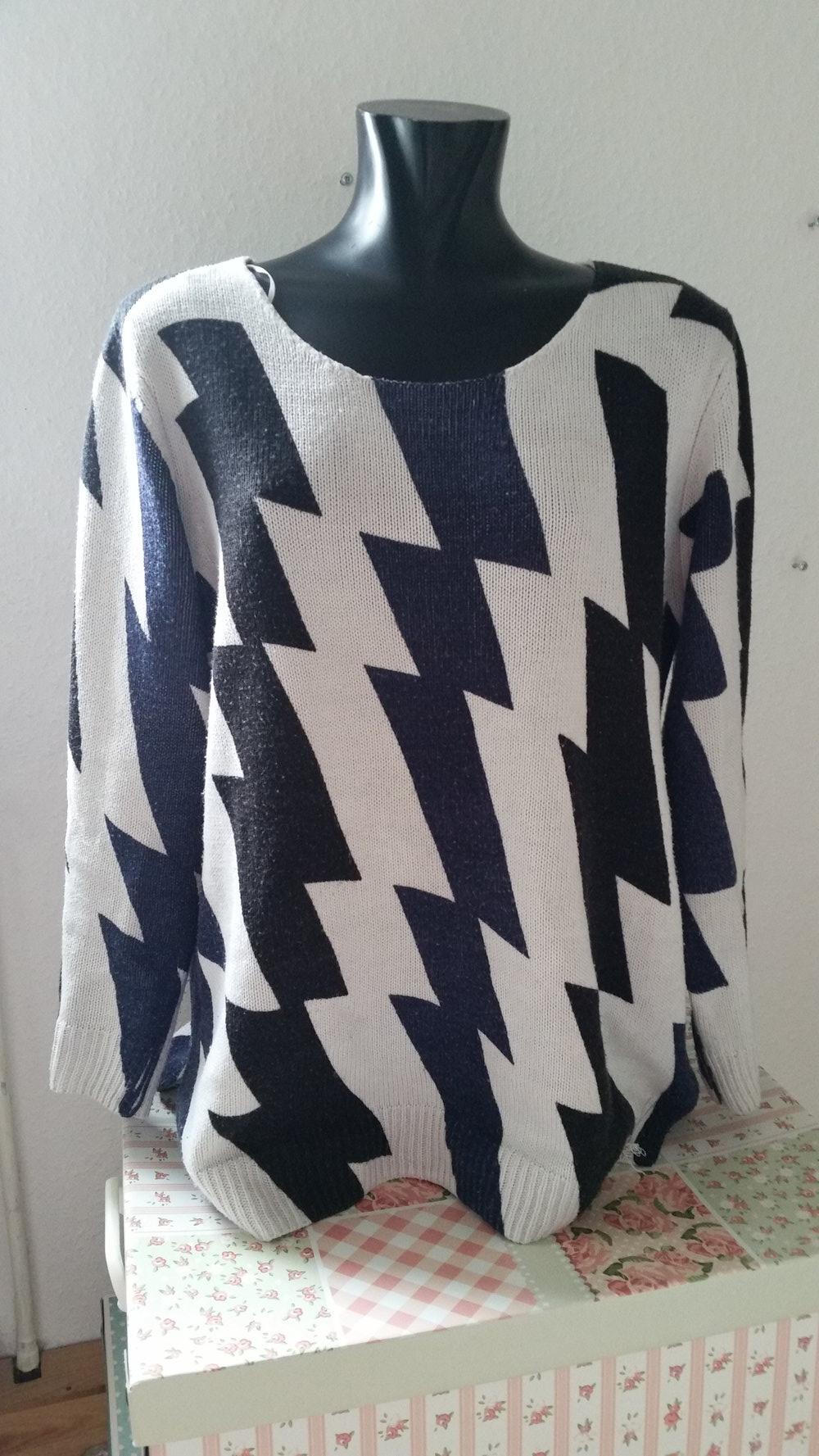 quality design 6f628 01165 dunkel blau / weißer Pullover mit Zacken - Blitzen // Gr. 36 / 38 / M