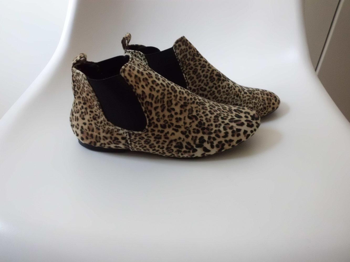 chelsea boots im leo look. Black Bedroom Furniture Sets. Home Design Ideas