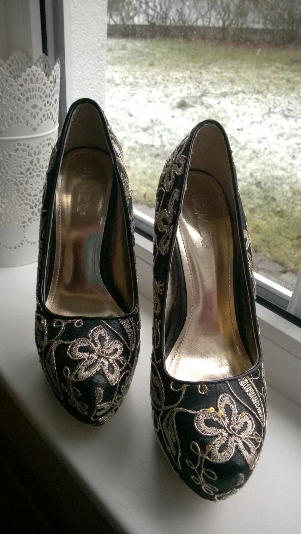 jumex schwarz goldene high heels. Black Bedroom Furniture Sets. Home Design Ideas