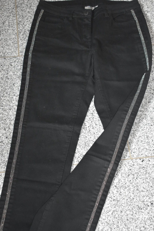 Verkaufe hose in schwarz mit glitzer streifen    Kleiderkorb.de 248359f204
