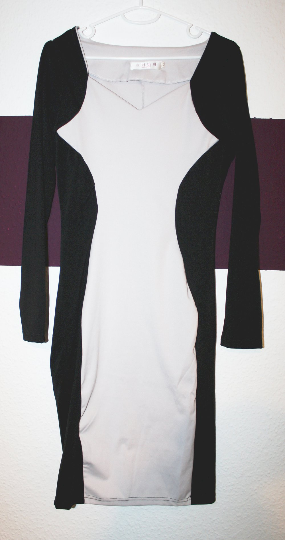 bodycon kleid, stretch, stretchig, figurbetont, enganliegend, knielang,  robust, formend, silhouette, wespentaille, langarm, langärmlig, black &  white,