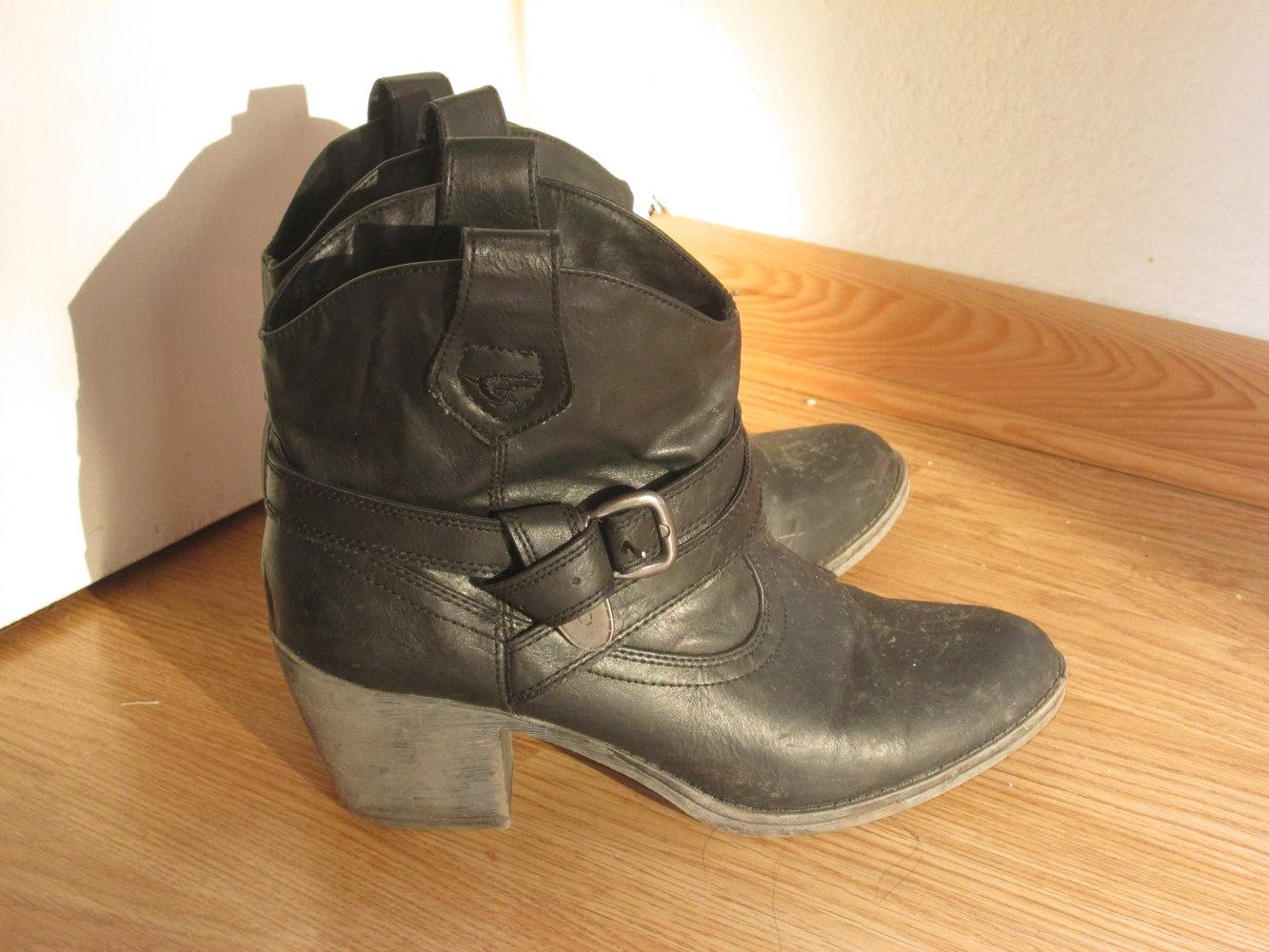 rocket dog schwarze boots mit absatz. Black Bedroom Furniture Sets. Home Design Ideas
