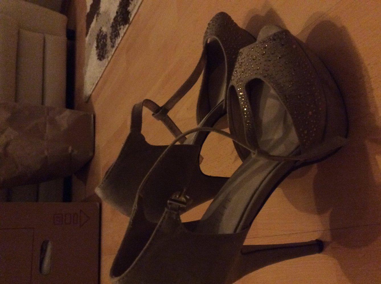 beige high heels mit goldenen steinchen. Black Bedroom Furniture Sets. Home Design Ideas