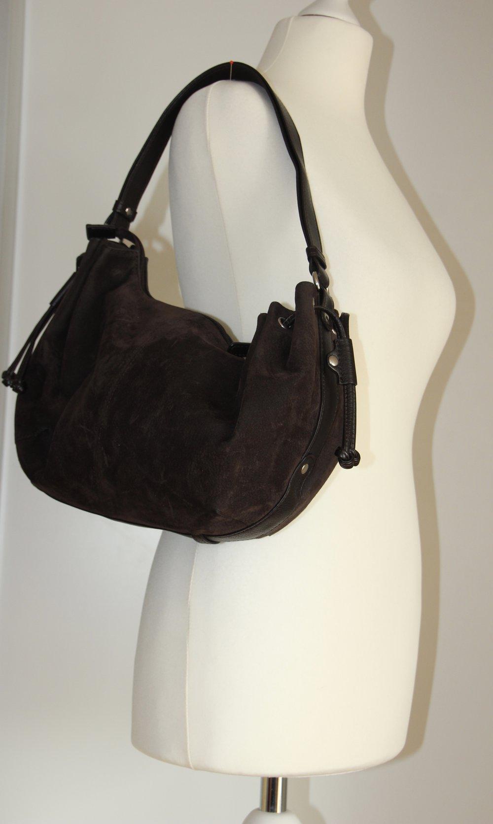 handtasche von esprit in braun wildlederoptik hobobag. Black Bedroom Furniture Sets. Home Design Ideas