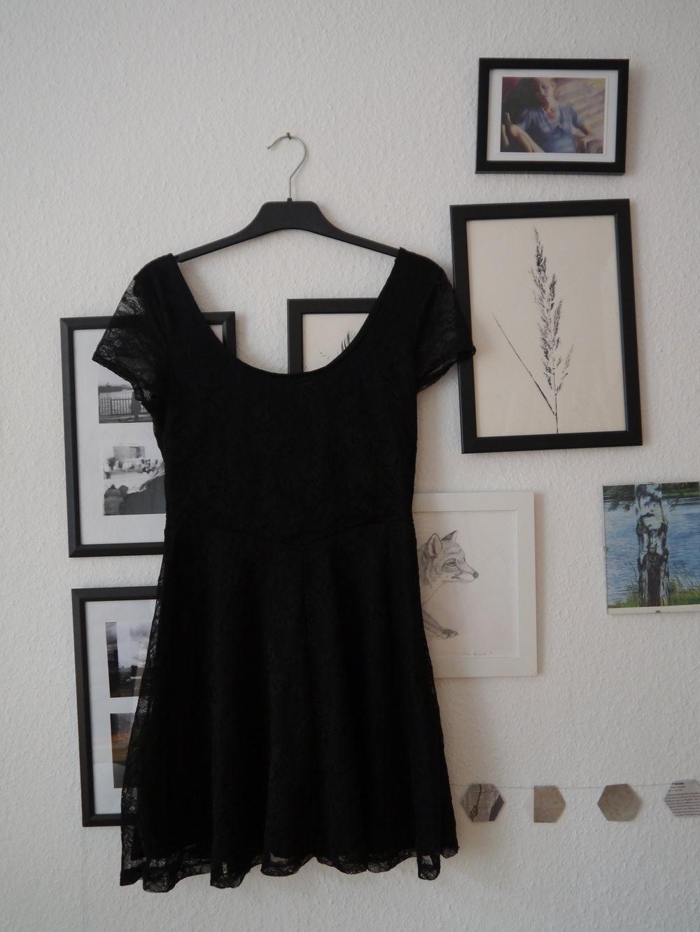 h m das kurze schwarze. Black Bedroom Furniture Sets. Home Design Ideas