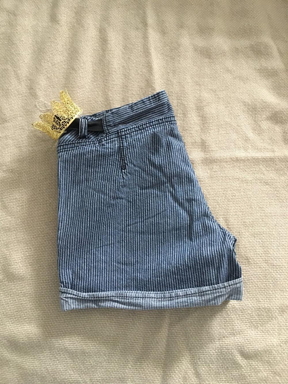... Schicke blau grau gestreifte Shorts, Hotpants, Streifen, kurze Hose ... 9cff4ede54