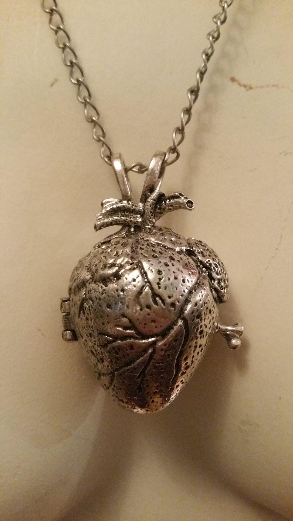 Mittelaltermarkt - Anatomische Herz Kette Herz Medalion ...