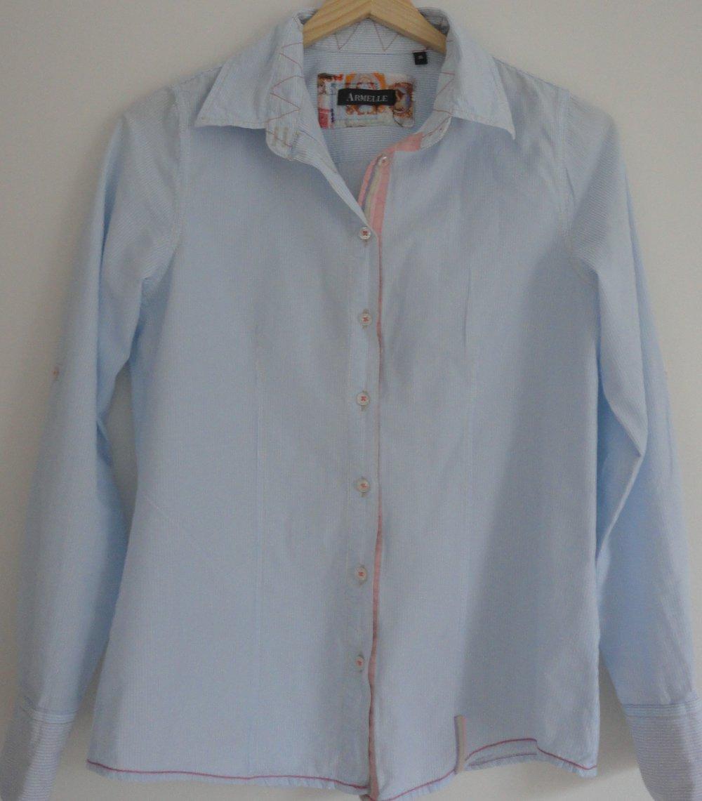 bluse blau weiss gestreift mit rosa akzenten gr 36 von armelle. Black Bedroom Furniture Sets. Home Design Ideas