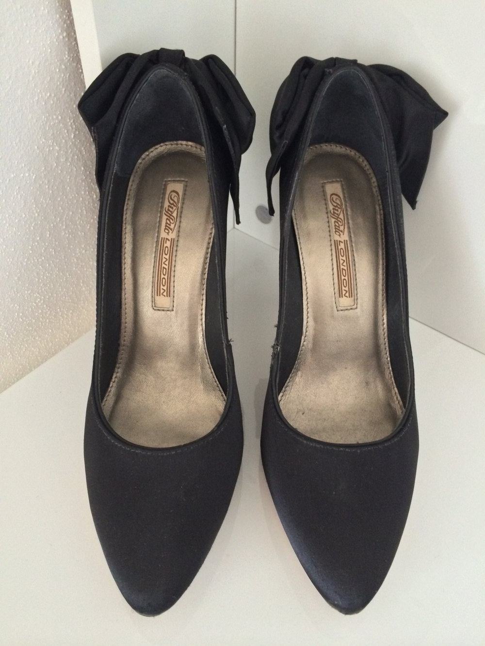 Buffalo London Pumps mit Schleife