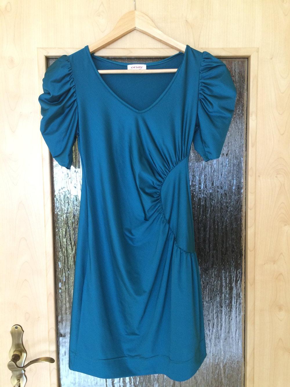 ce692078517 schickes Kleid mit raffinierter Raffung schickes Kleid mit raffinierter  Raffung .