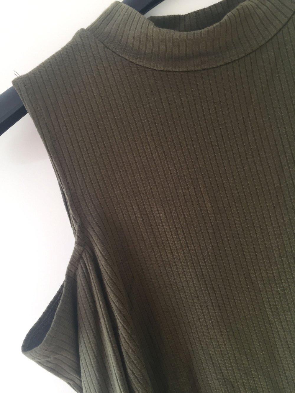 schulterfreies oberteil cut out gr 34 xs khaki. Black Bedroom Furniture Sets. Home Design Ideas